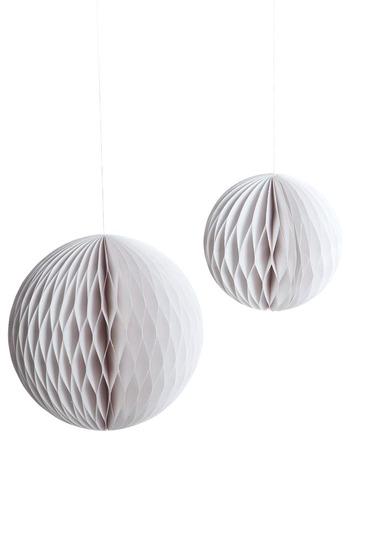 Honeycoomb paper balls, White